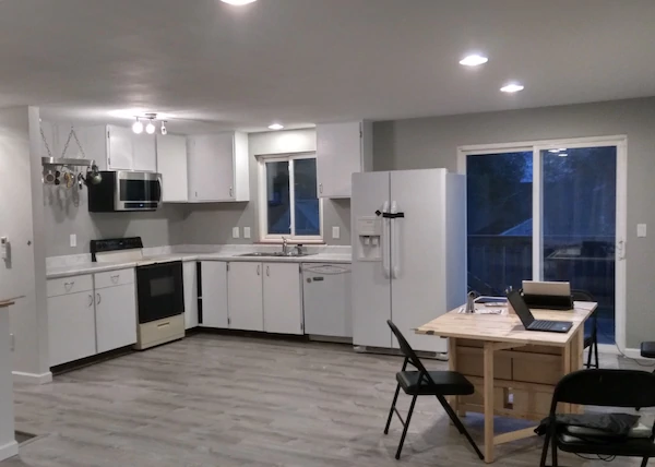 3 bedrooms available in Kent (midway btwn Seattle & Tacoma)